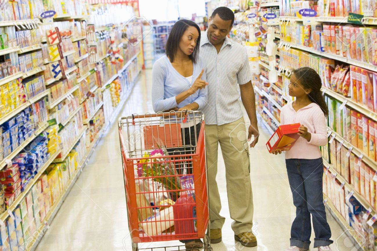 Mother and father with young daughter shopping at the grocery store. Stock Photo - 3226689