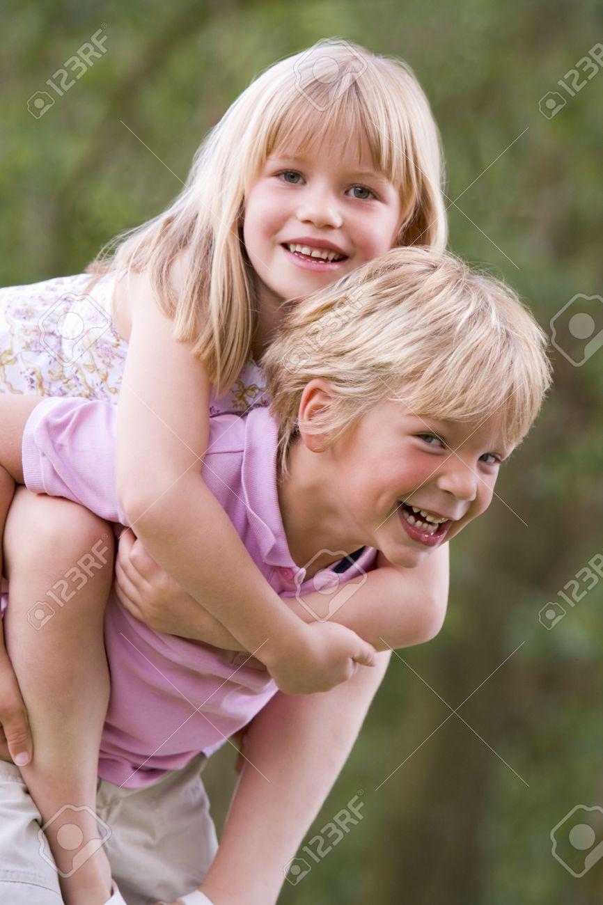 Фото секса брата с сестрой и папой 28 фотография
