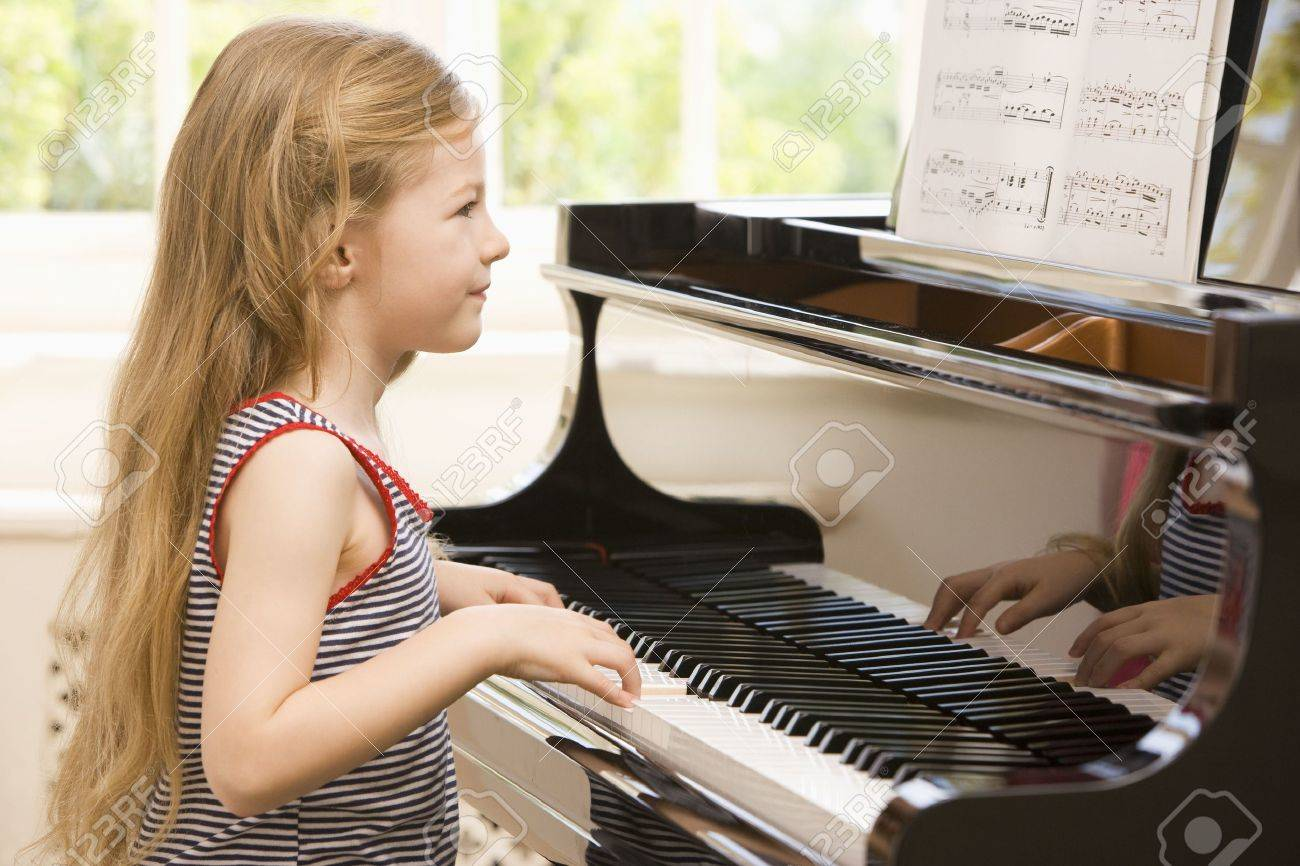 Young Girl Playing Piano Stock Photo - 3728262