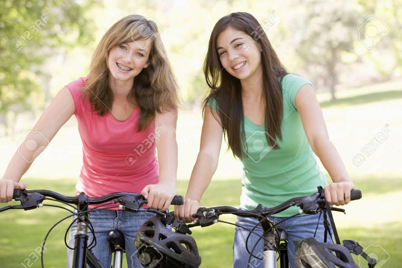 Фото подружек подростков 29 фотография