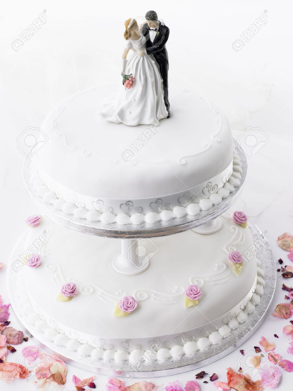Wedding Cake With Bride And Groom Figurines Stock Photo - 4638858