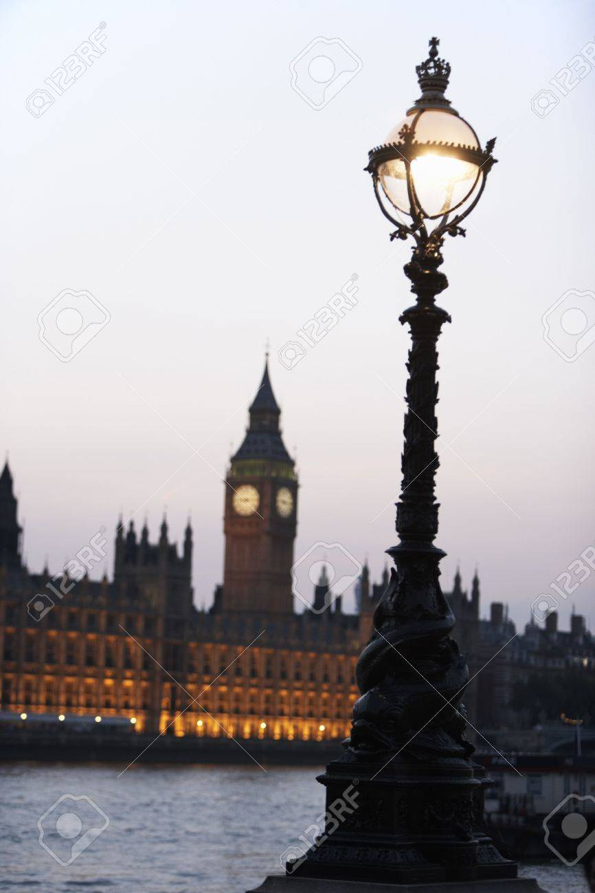 Old-Fashioned Street Lamp With Houses Of Parliament Illuminated In The Background, London, England Stock Photo - 4646523