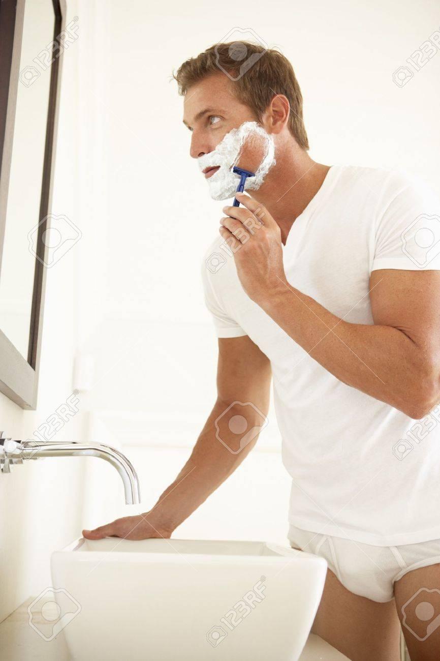 Смотреть онлайн мужчина в ванной 24 фотография