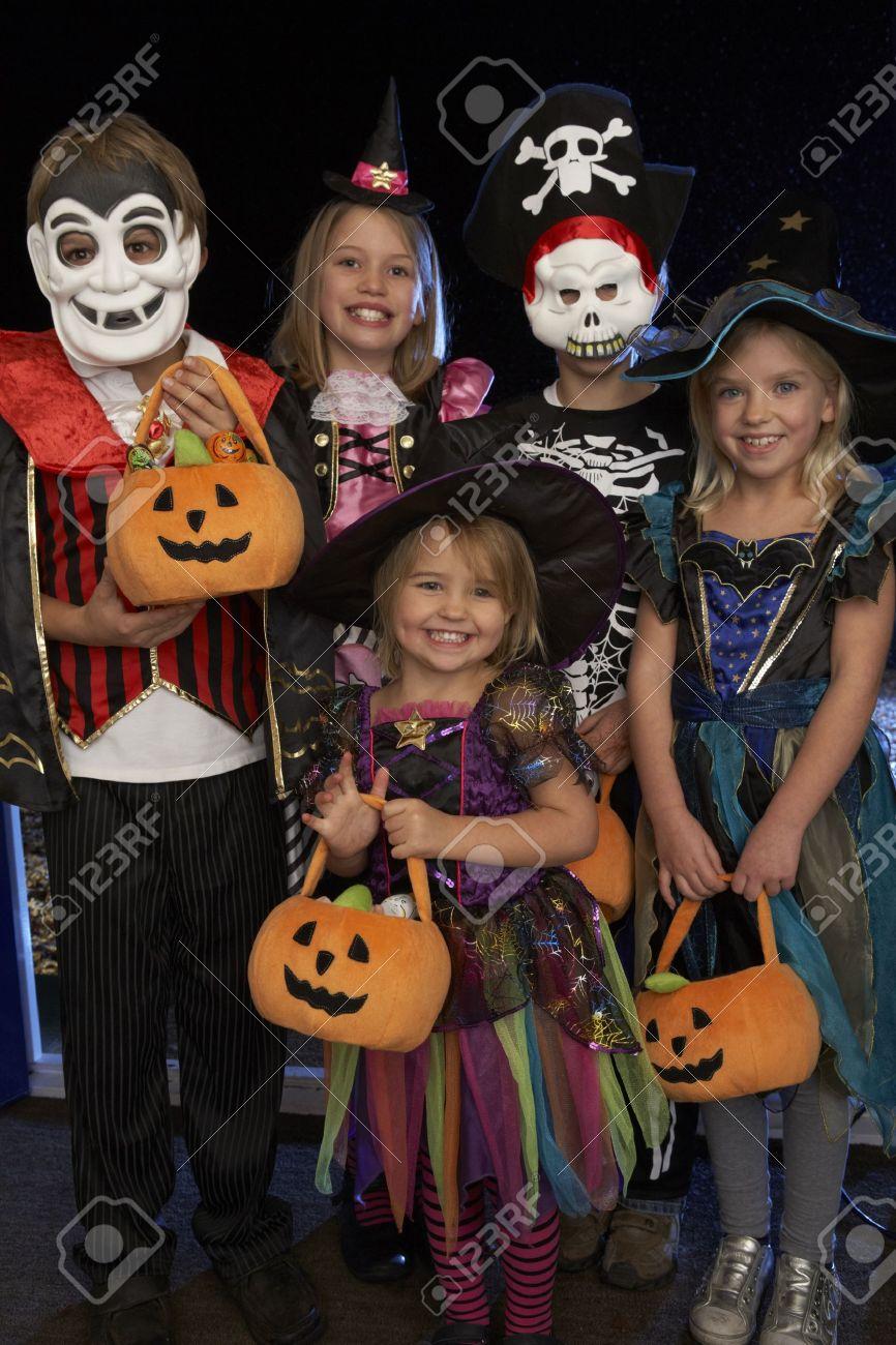 Kinderen Halloween.Happy Halloween Party Met Kinderen Truc Of Behandelen
