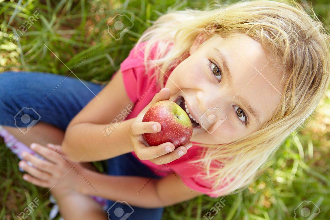 Portrait of happy girl with apple Stock Photo - 11239101