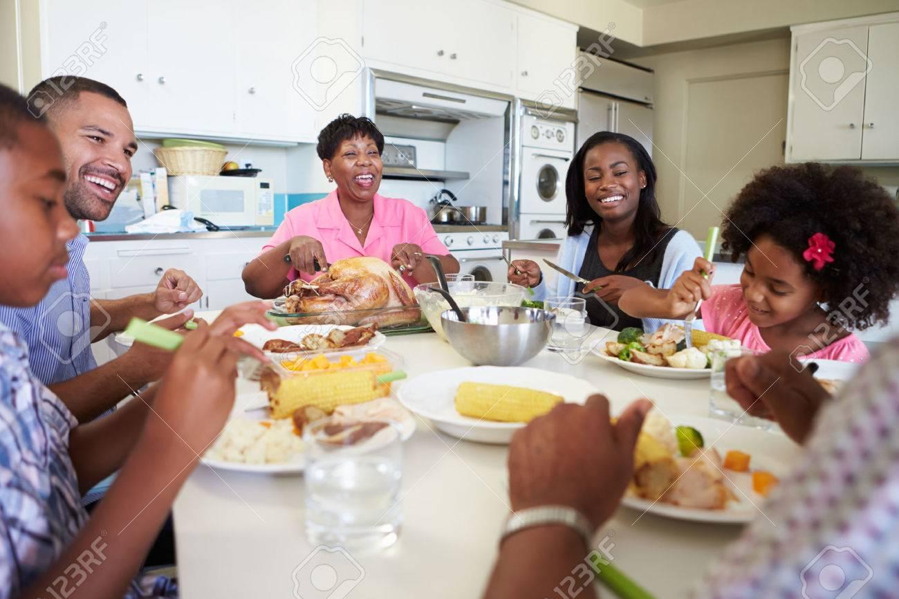 multi autour Famille Assis la table générations de Repas Manger XZiOkTuPw