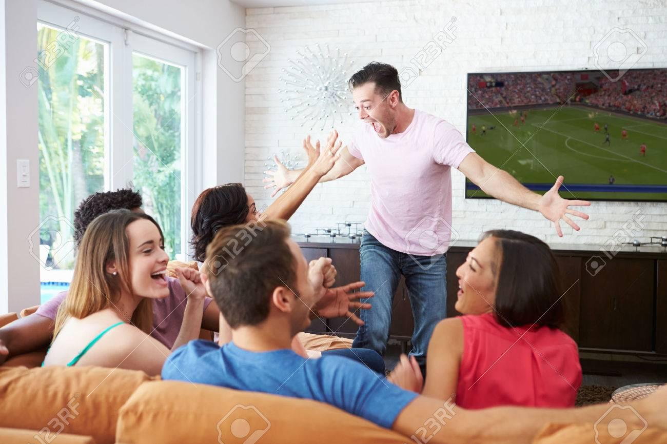 Voetbal kijken royalty vrije foto's, plaatjes, beelden en stock ...