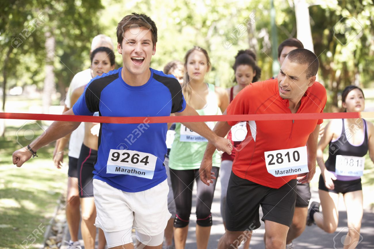 オスの運動選手の勝利のマラソン...