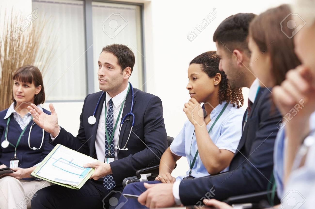 Les membres du personnel médical en séance Ensemble Banque d'images - 42403000