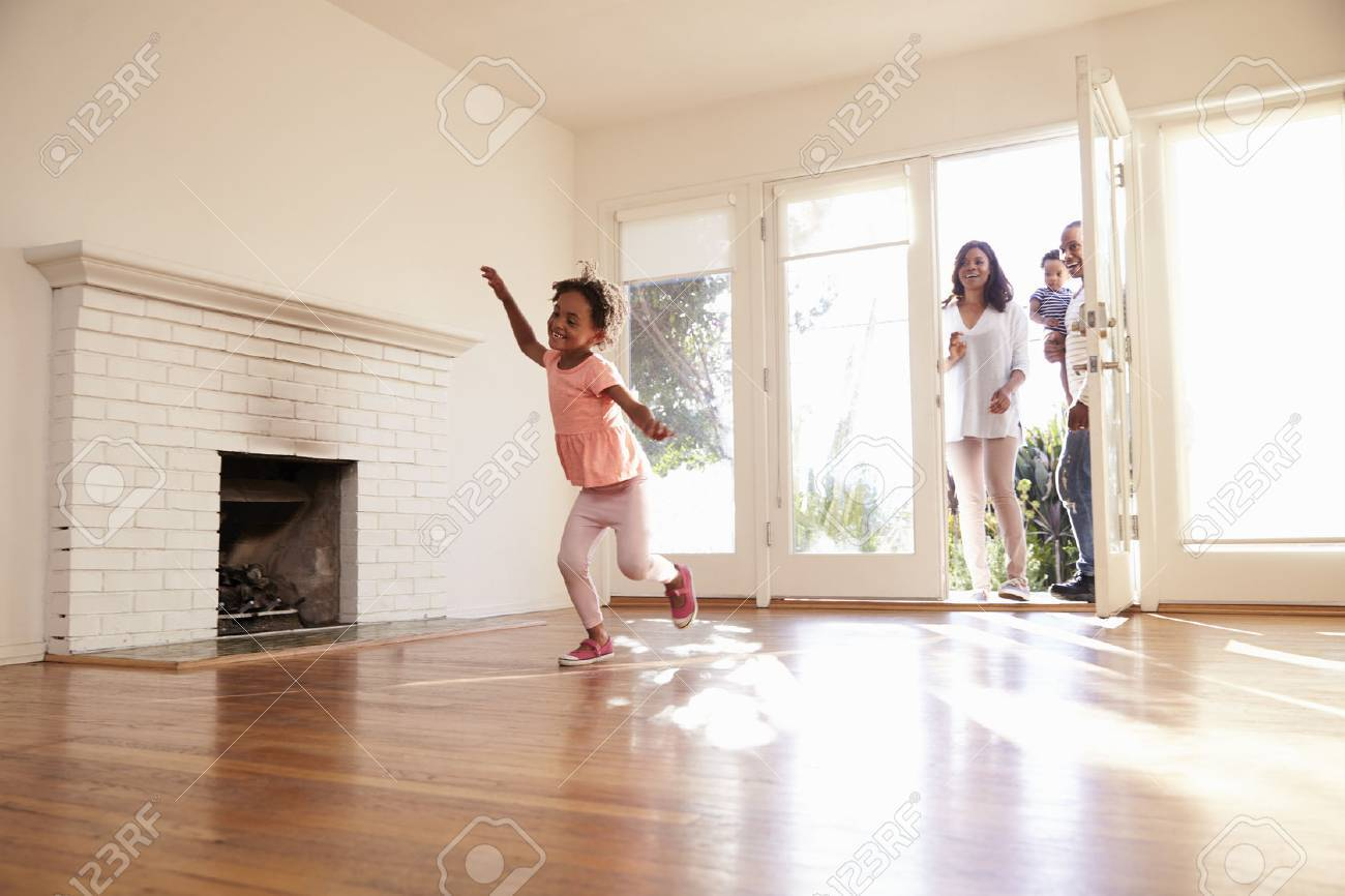 Excited Family Explore New Home On Moving Day Stock Photo - 71273286