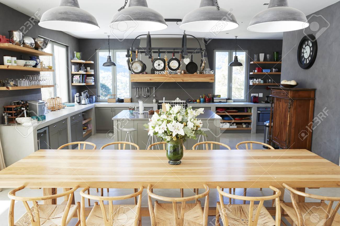 Intérieur de maison avec plan ouvert Cuisine et salle à manger
