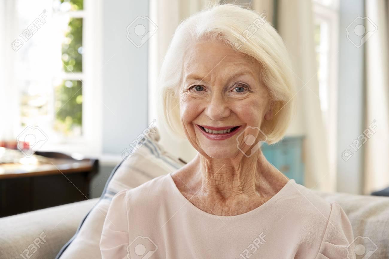 Pourquoi les femmes seniors peinent à retrouver un emploi ?