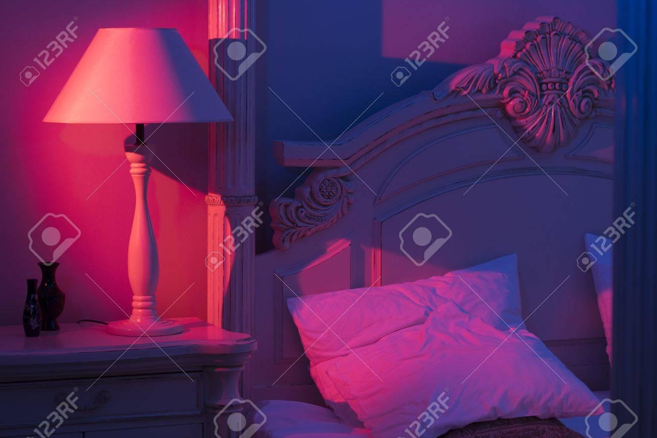 Luxueus Minimalistisch Kunstdecor Slaapkamer Met Koninklijk Bed ...