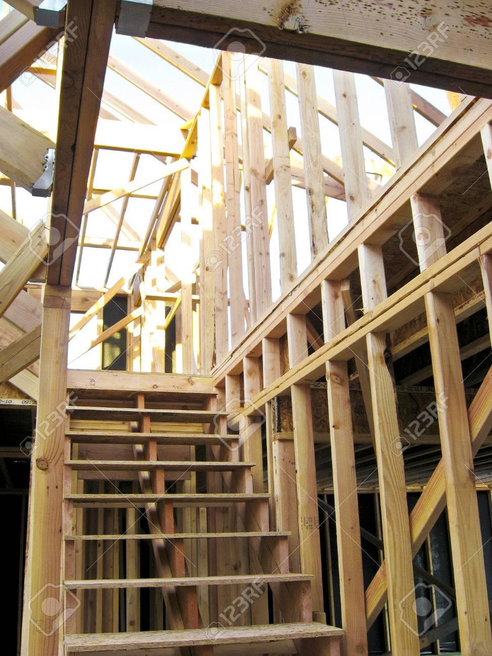 Der Rahmen Eines Neu Zu Hause Nur Mit Den Holzständer Lizenzfreie ...