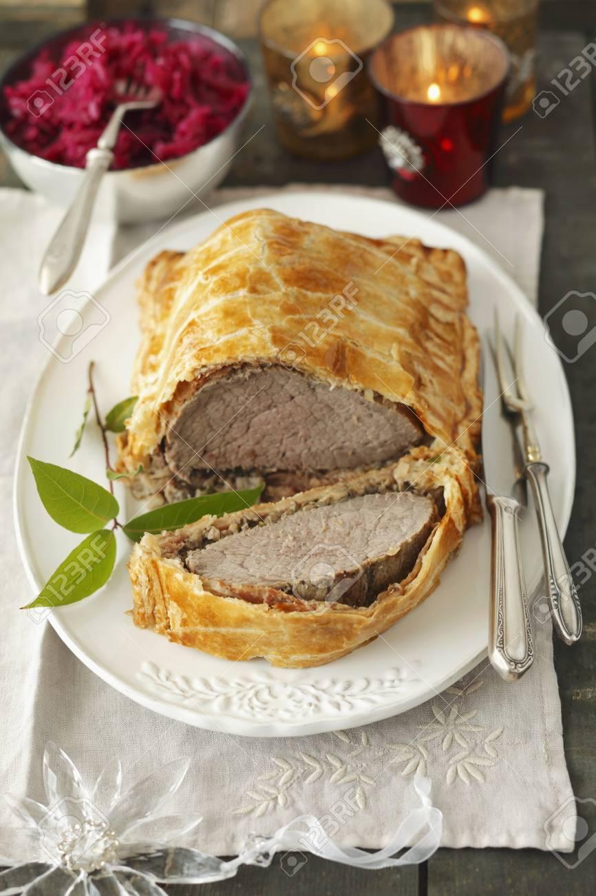Beef Wellington Für Weihnachten Lizenzfreie Fotos, Bilder Und Stock ...