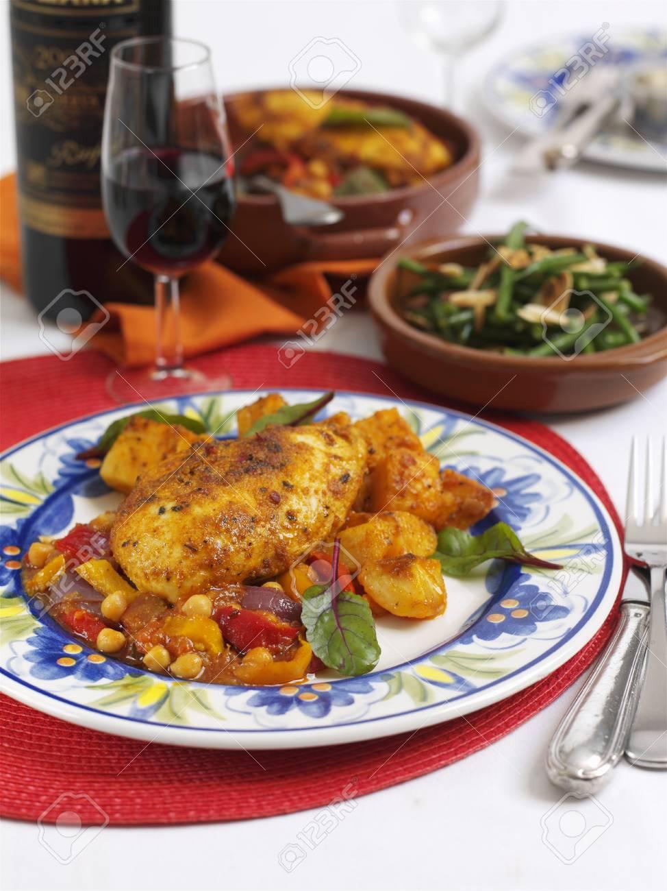 Spaanse Kip Met Peper En Suikermaïs Royalty Vrije Foto Plaatjes