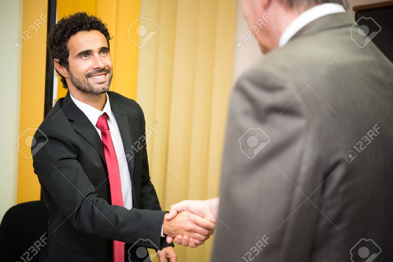 Business people shaking their hands - 55111588