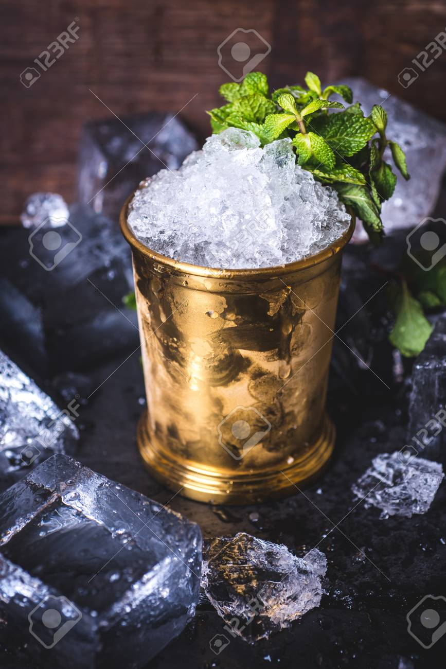 The ice in the tin can is decorated with mint. - 92863990