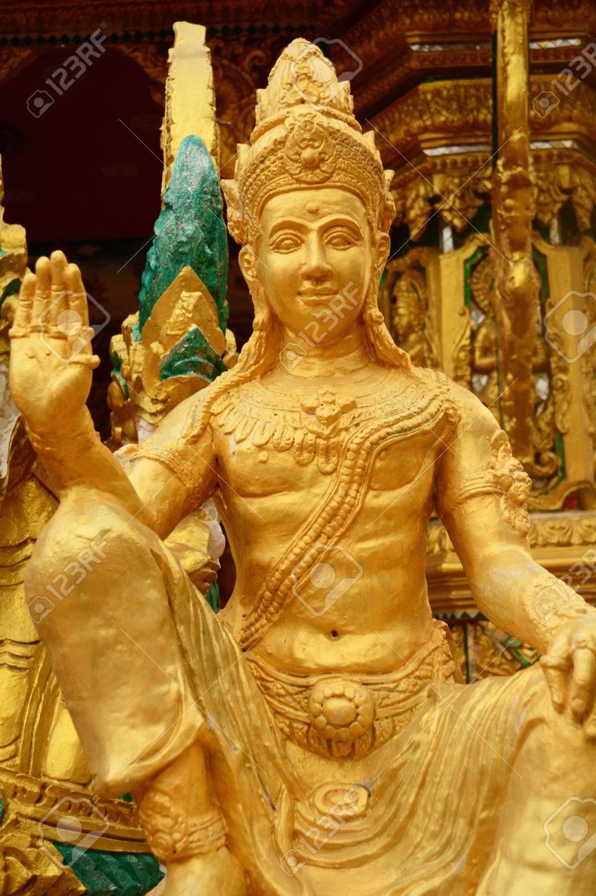 美しい黄金の梵天像、タイ ロイ...