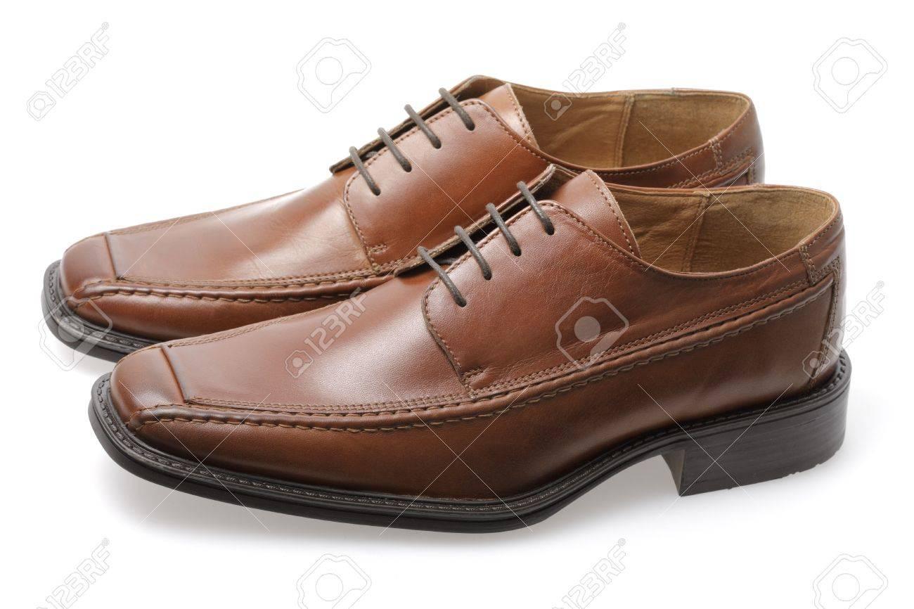 68490babb35 Een geïsoleerde paar lederen bruine heren schoenen Stockfoto - 5279717