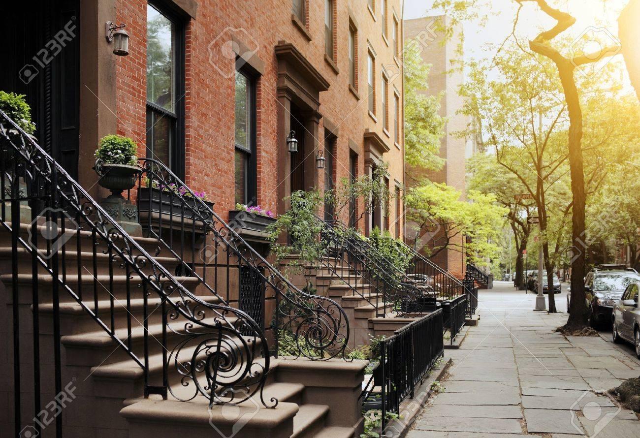 A View from idyllic Brooklyn Heights, Brooklyn, New York City, USA. Short depth of field. Stock Photo - 17025060