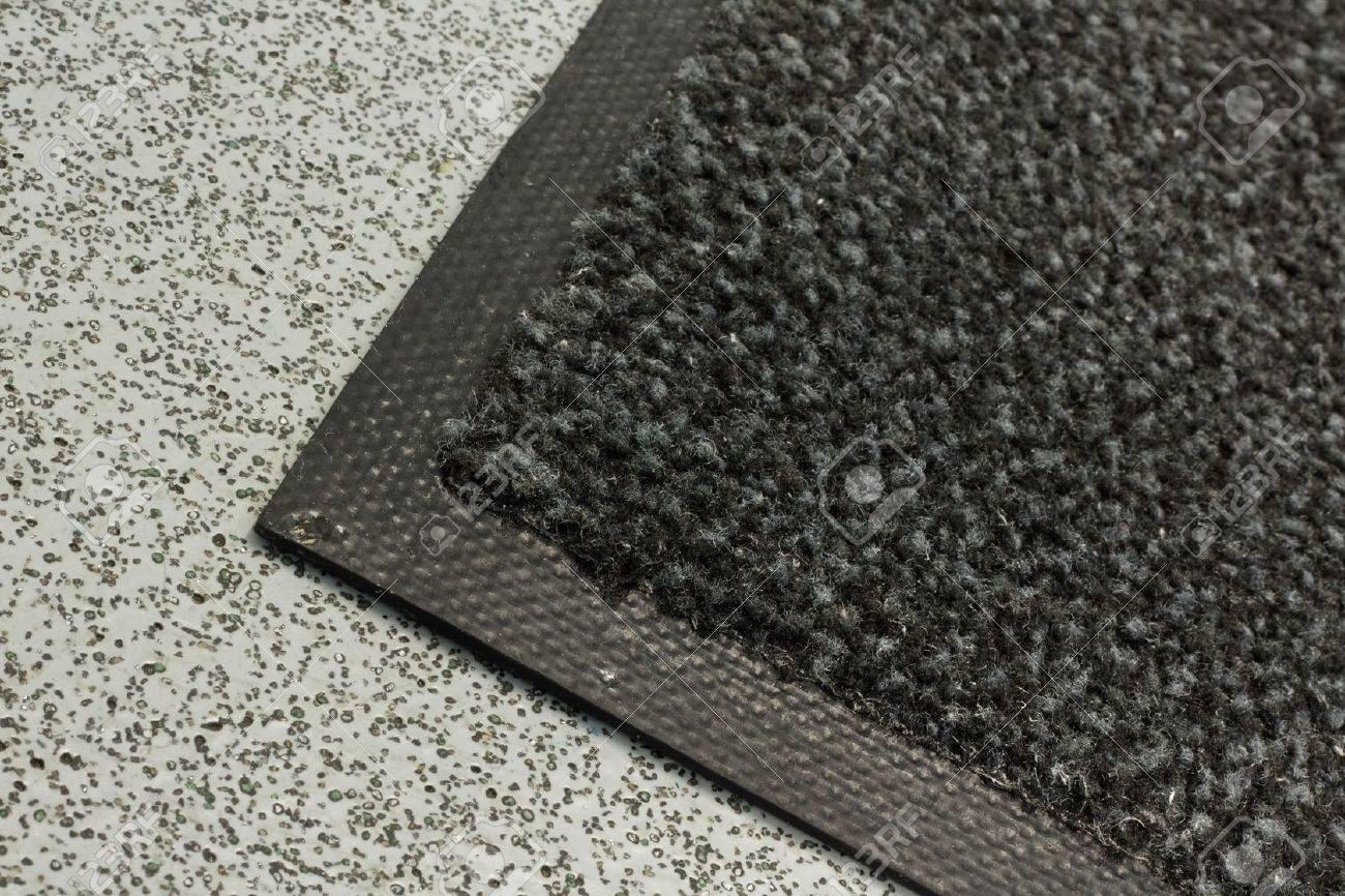 Tapis industriels souvent loué pour maintenir les niveaux de poussière dans  les bâtiments commerciaux, d\'entrepôts commerciaux ou n\'importe où avec ...