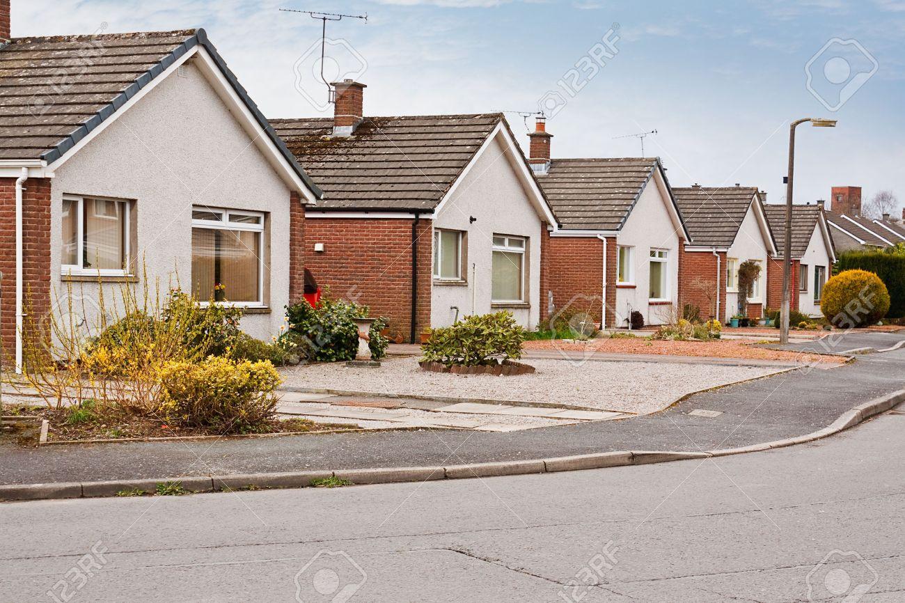Erstaunlich Moderne Bungalows Foto Von Row Of Modern Suburban On A Ing