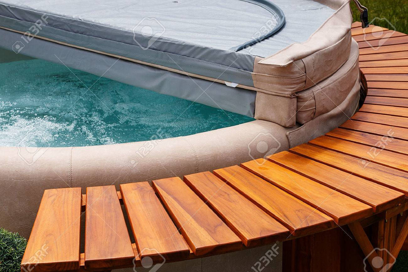 Free Hot Tub >> The Ultimate Garden Accessory A Free Standing Cedar Wood And Stock