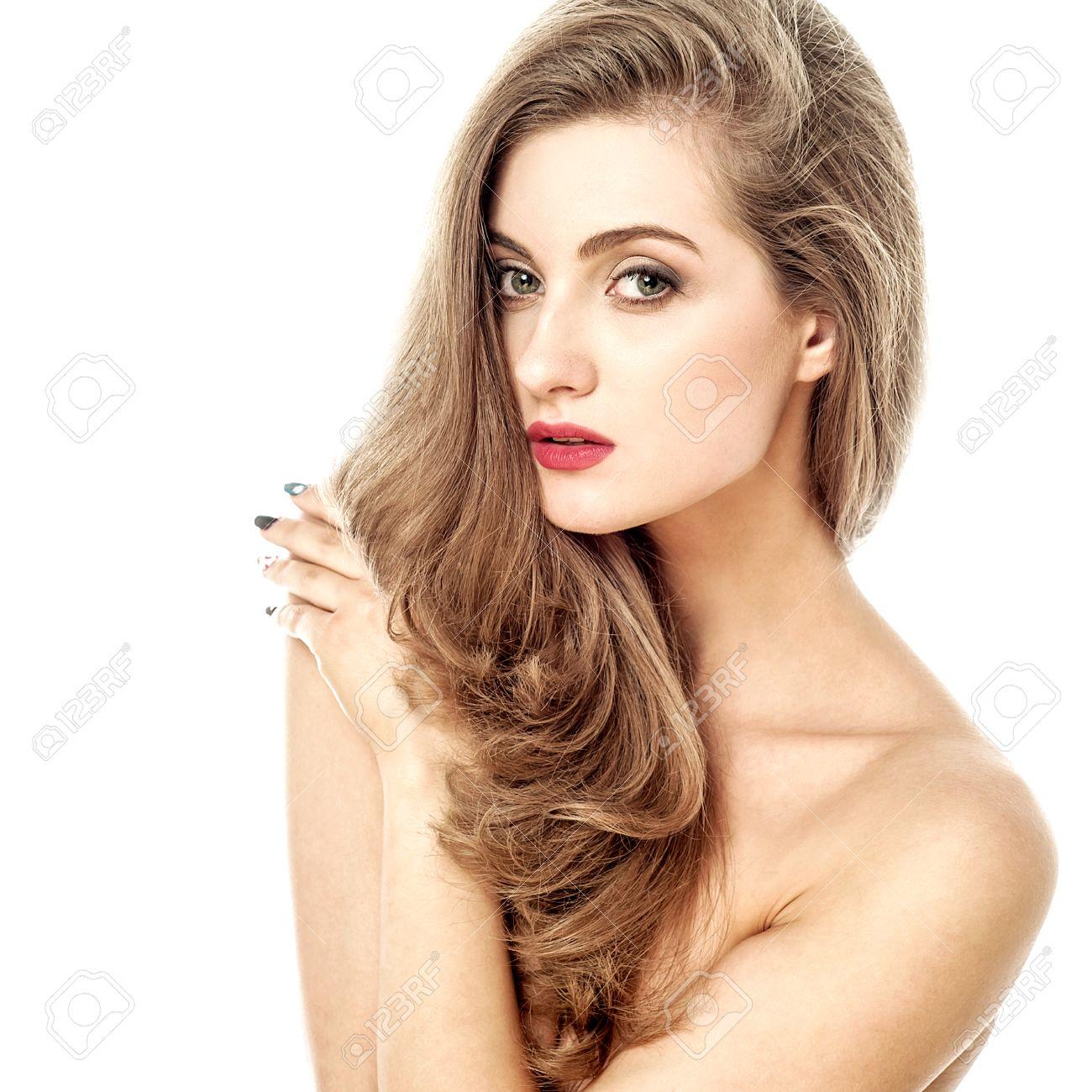 Sensual Modelo De Mujer Desnuda Frente A La Cámara
