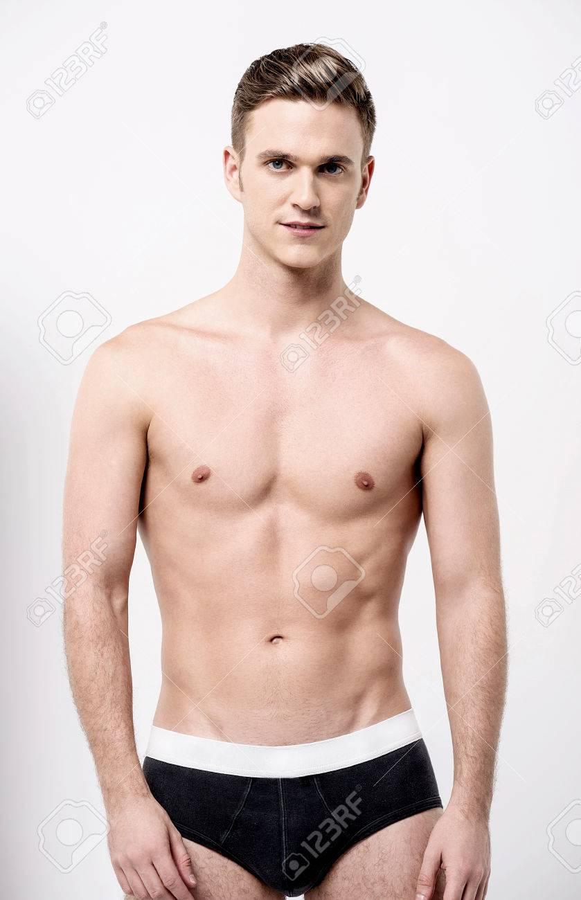 modèle masculin torse nu en sous vêtements noirs banque d images et