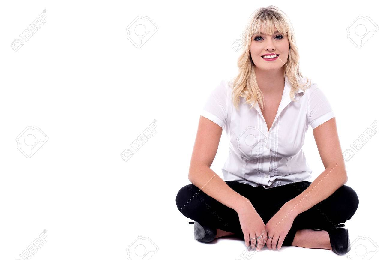 Casual young woman sitting with crossed legs. - 60380251