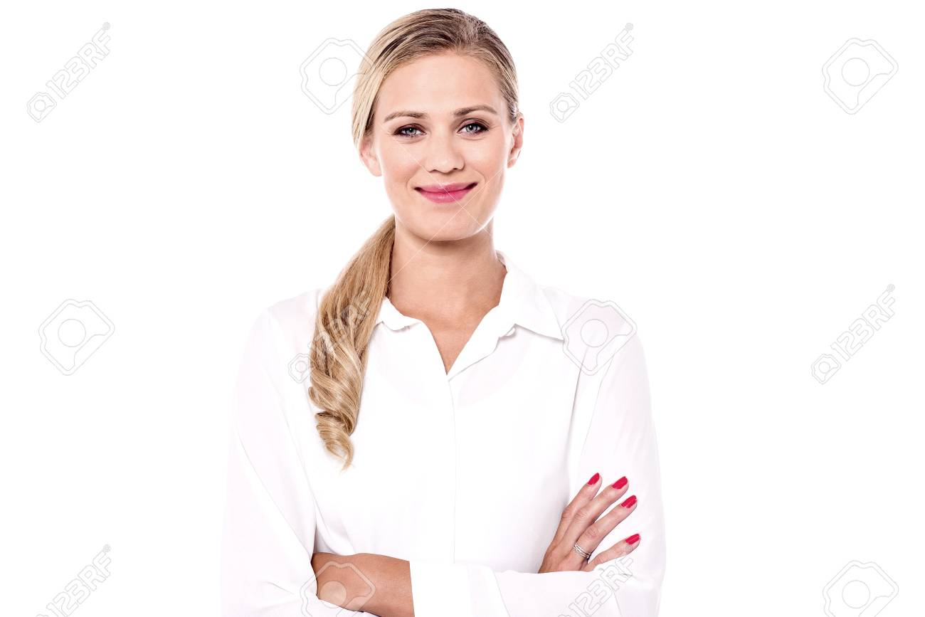 Attractive young woman looking forward with folded arms. - 60380296