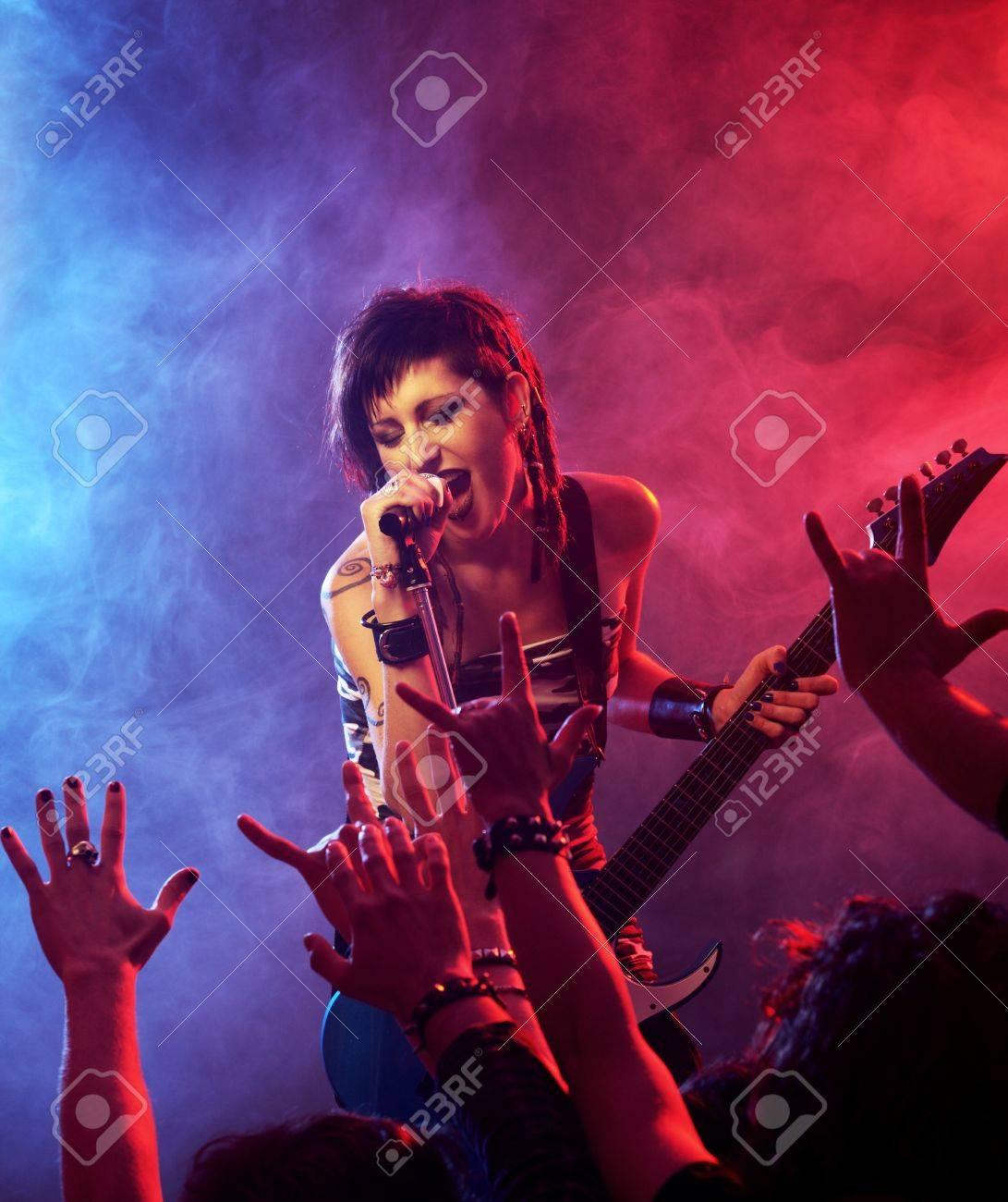 Фото девушек рок звезд