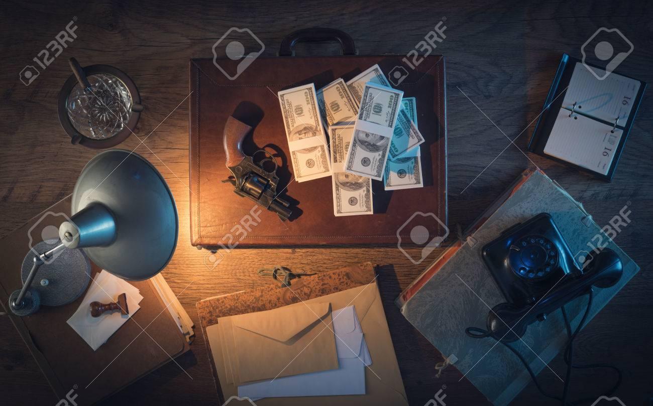 Brocante bureau vintage marron et noir tiroirs eur