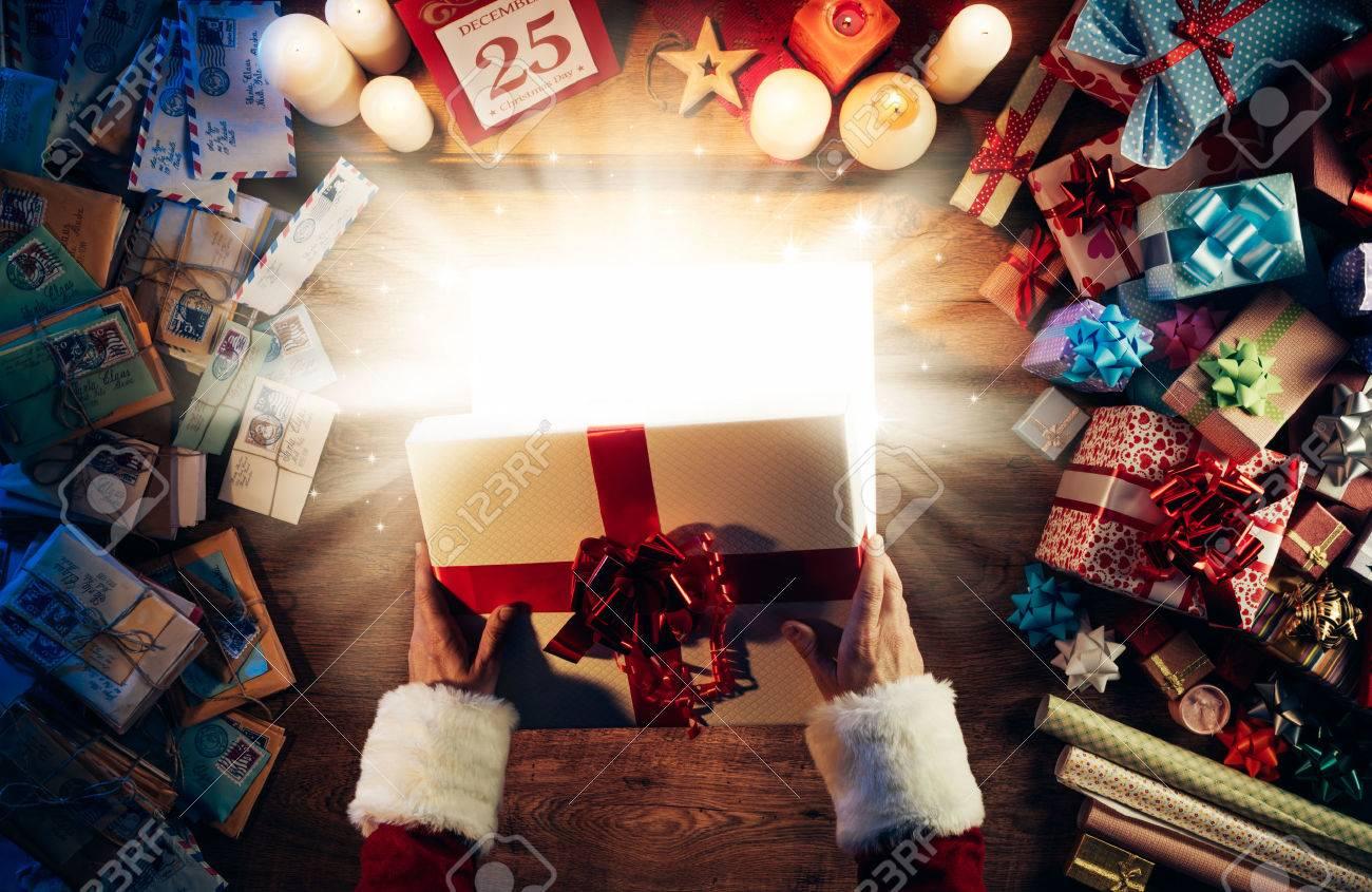 Weihnachtsmann Alle Eine Magische Helle Weihnachtsgeschenkkasten ...
