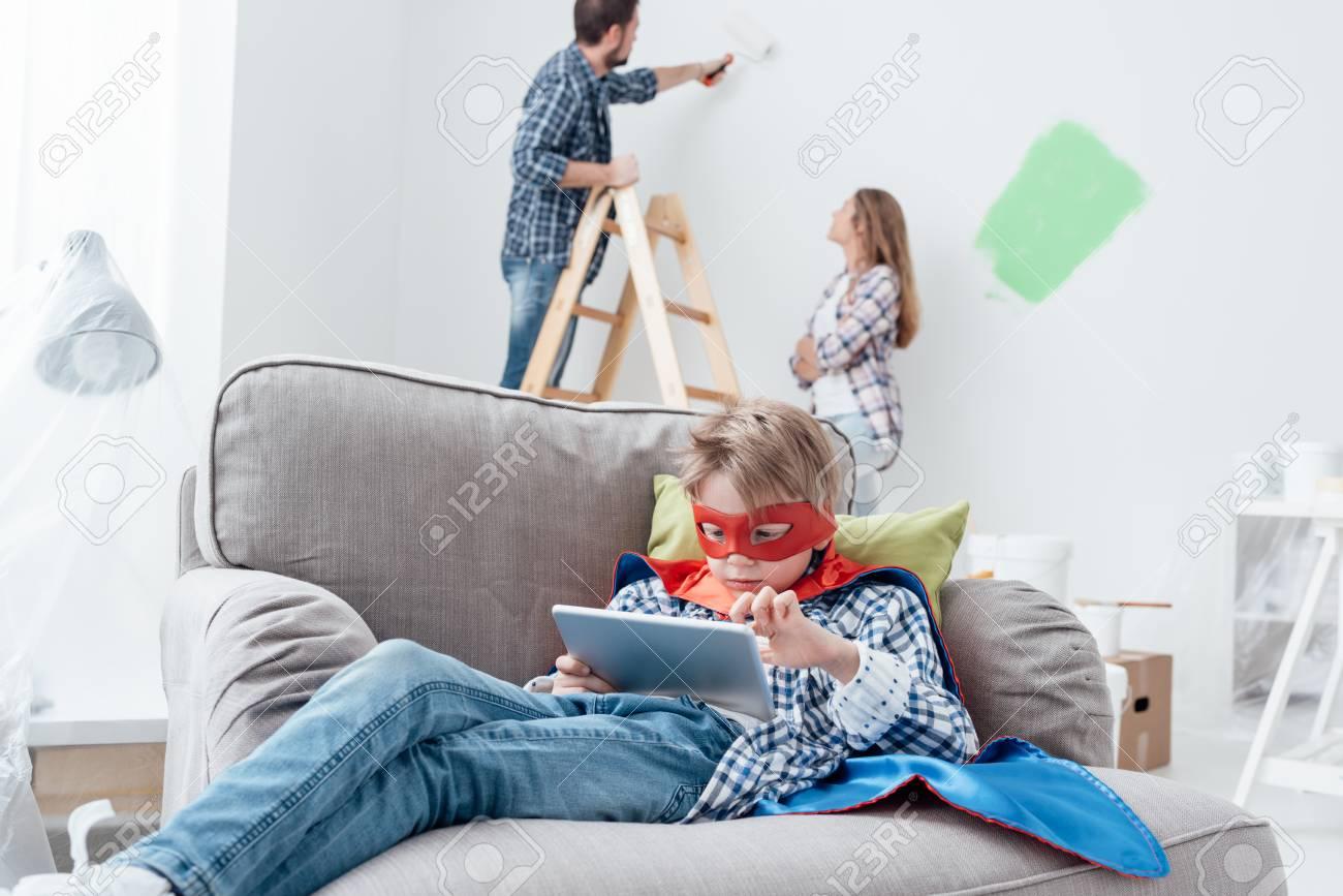 Familie Ein Haus Verjüngungskur Zu Tun, Renovieren Sie Ihr Haus Und ...