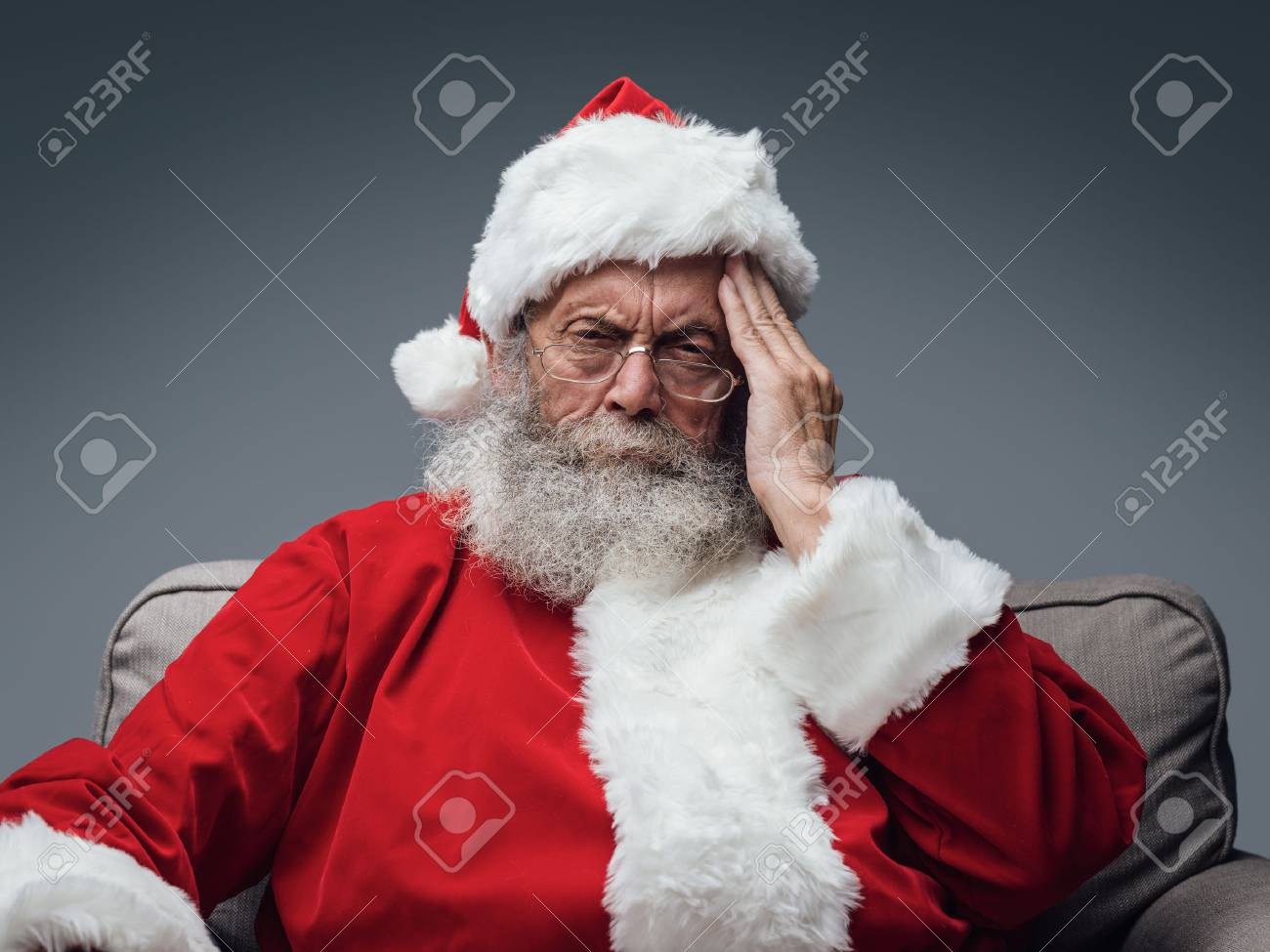 Sad Santa Claus having an headache on Chistmas Eve, stress and illness concept Stock Photo - 89097284
