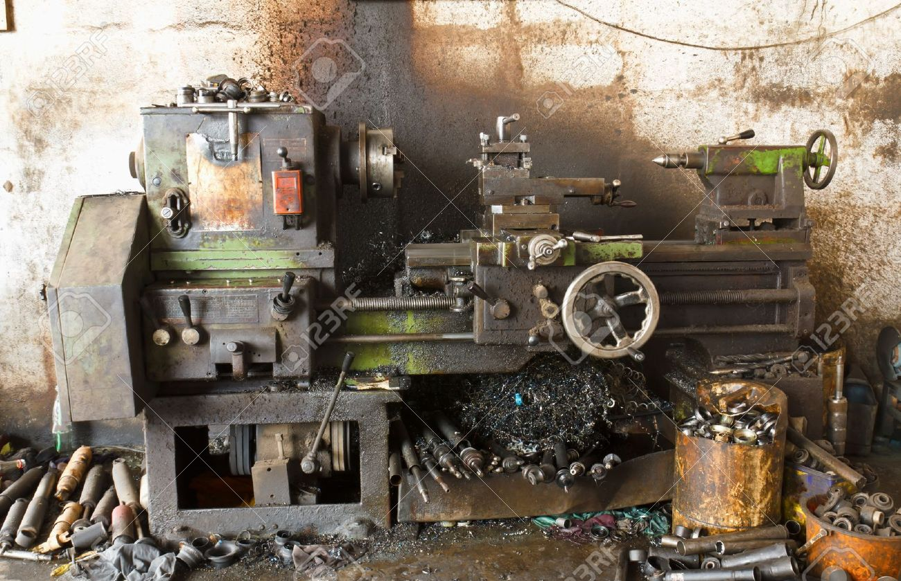 Old lathe in manufacturing Stock Photo - 12531076