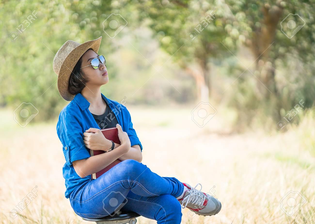 Asiatiche Di Giovani Cappello Dei Donne Scarsità Usura Capelli Le ngatZExqn