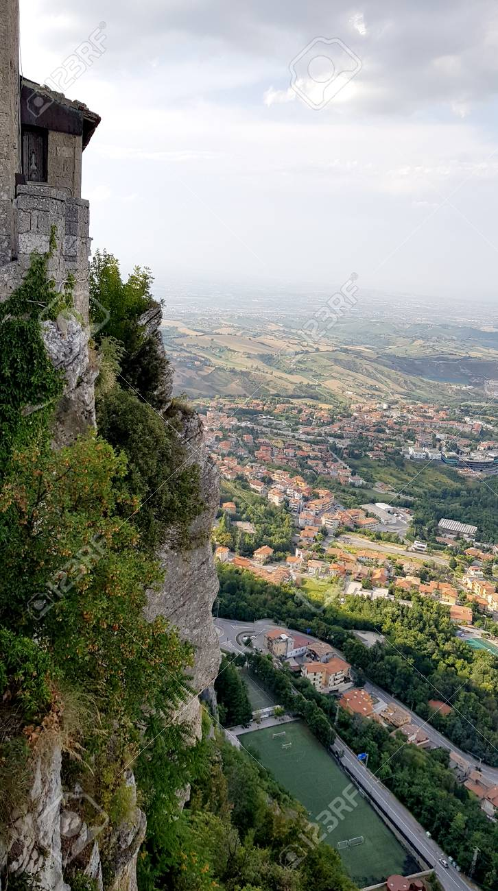 Amazing landscape with ancient castle in marche region, italy - 105981401