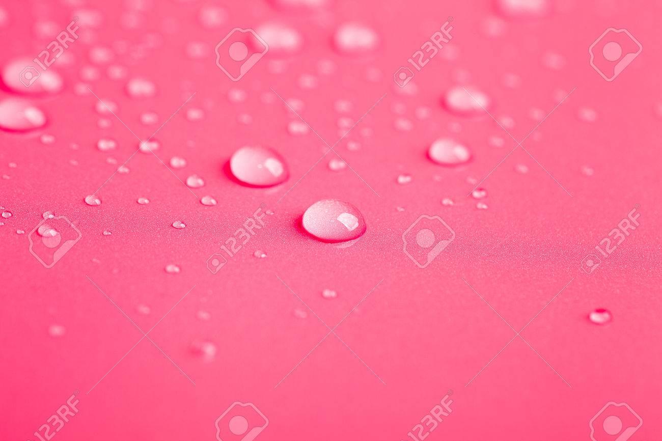 Gocce Dacqua Su Uno Sfondo Di Colore Tonica Colore Rosa