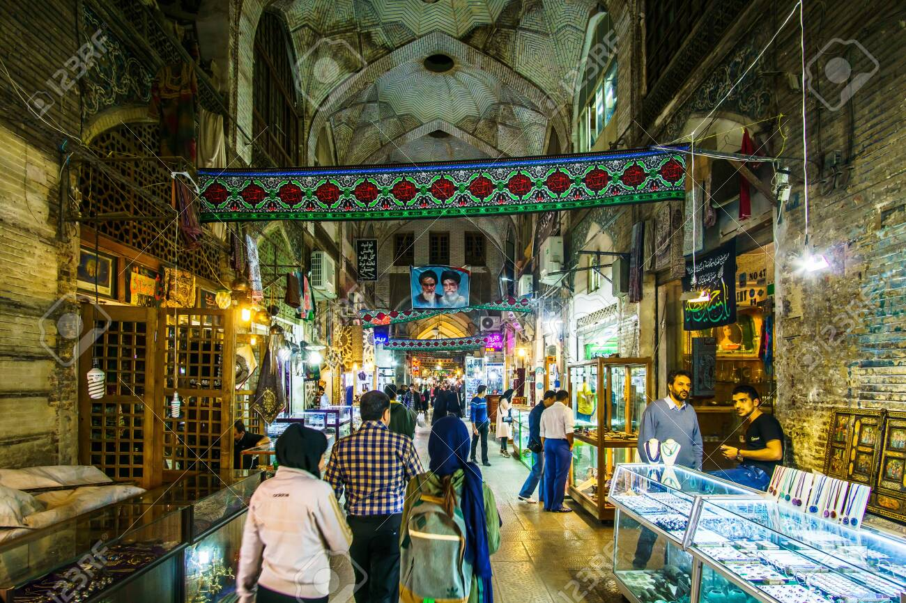 Isfahan, Iran on 31th October 2016: View on People looking onr local products in the Souk of the old town - 142308225