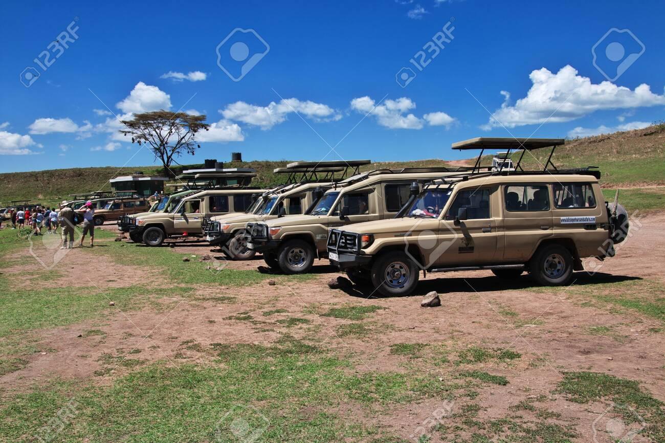 Safari in Kenia and Tanzania, Africa - 124275243