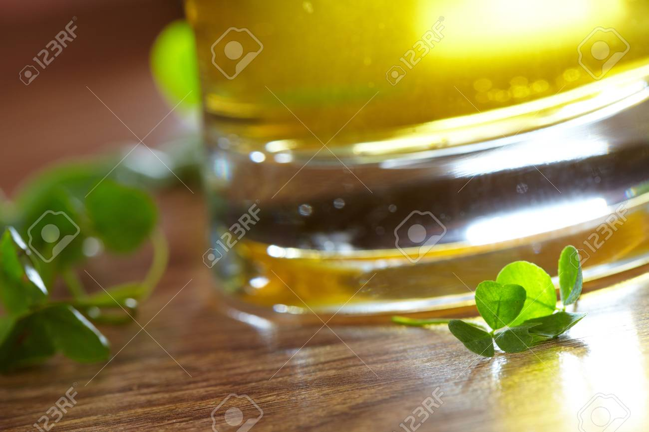 clover and beer Stock Photo - 16290255