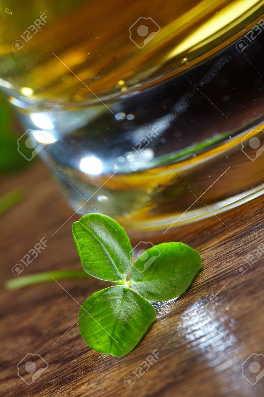 clover and beer Stock Photo - 16725349
