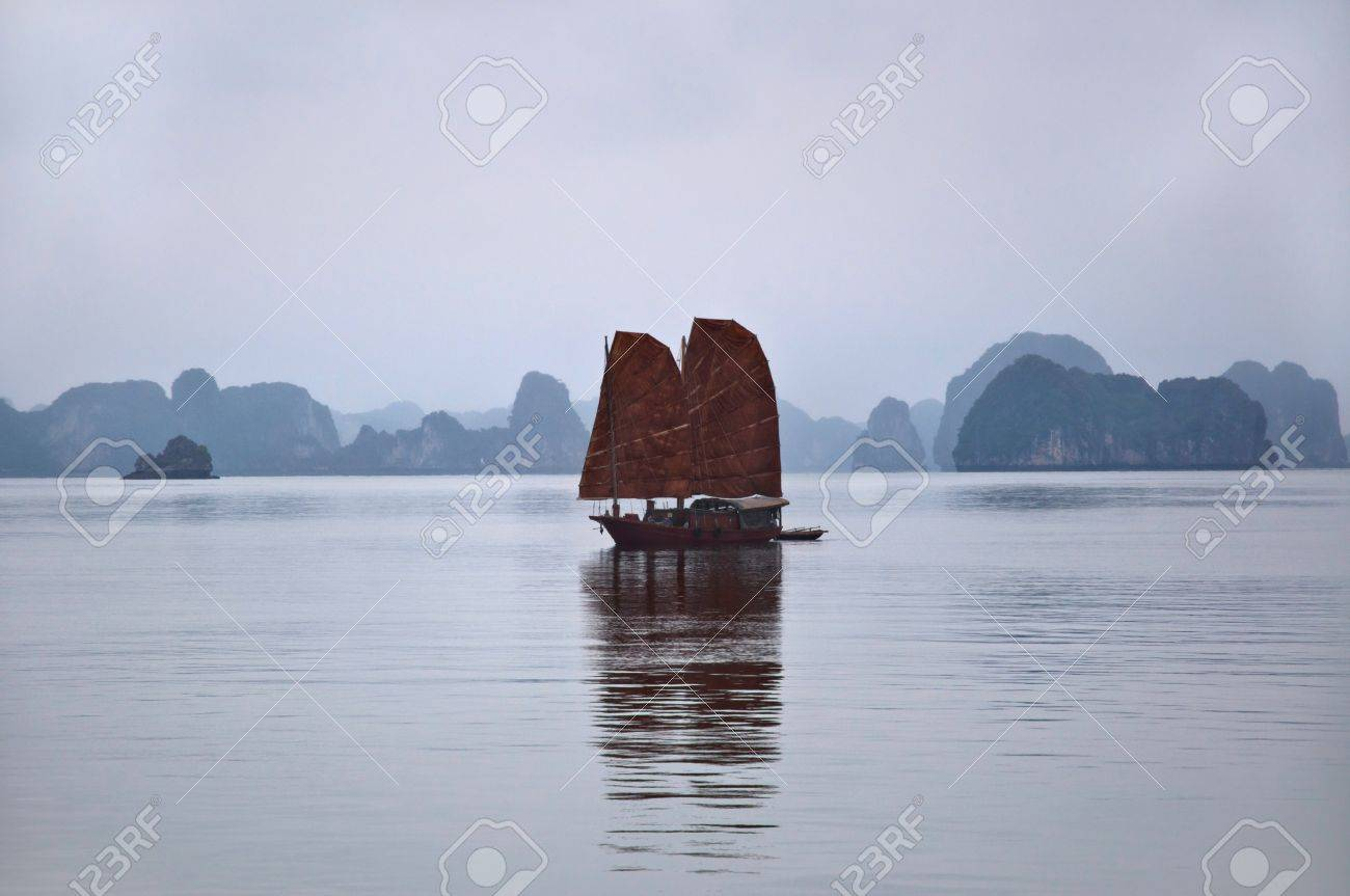 Traditional junk at Halong Bay, Vietnam, showing famous limstone karst in the background Stock Photo - 12908008