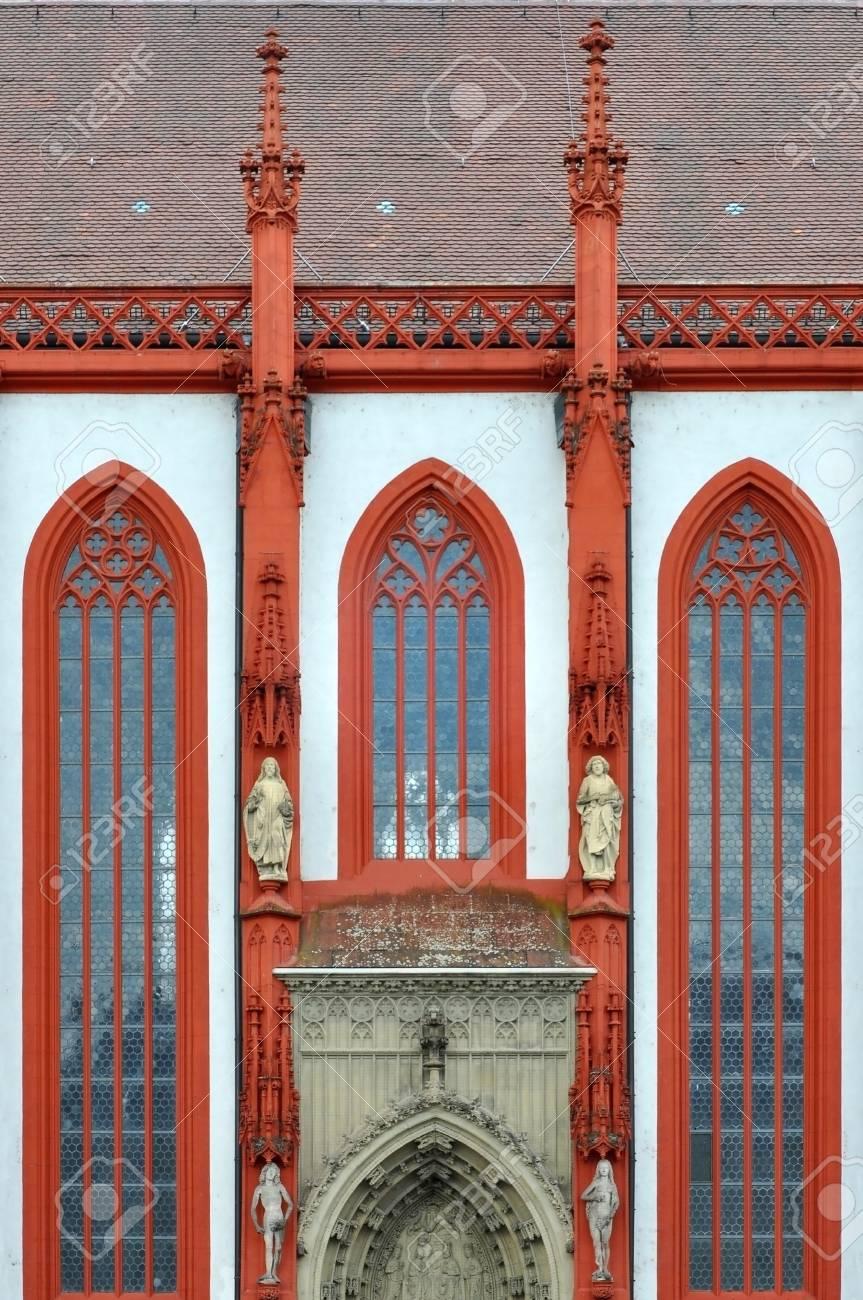 Particolare Della Facciata Di Una Cattedrale Gotica A Würzburg In
