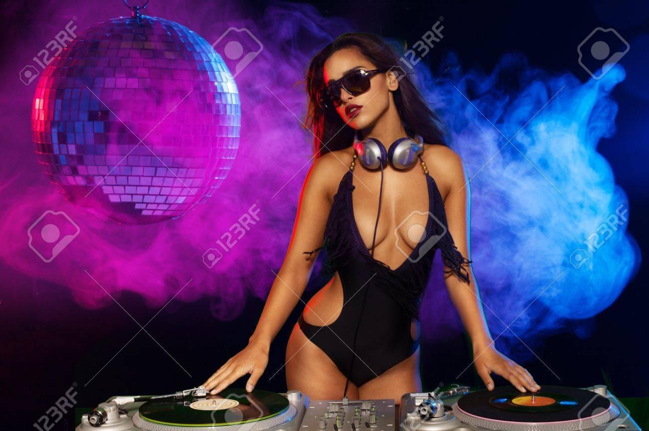 Секси девочка в клубе 10 фотография
