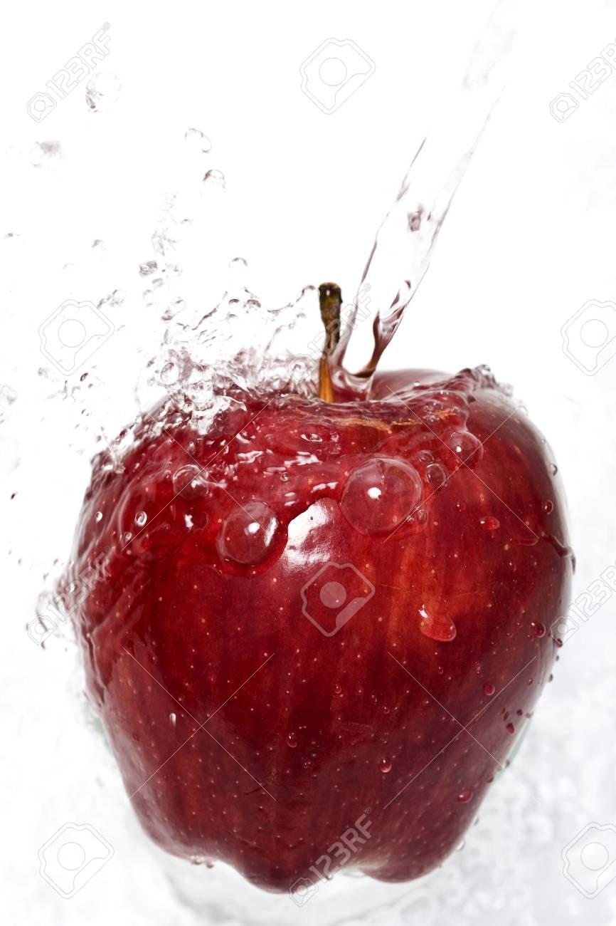 Water splashing down on an apple Stock Photo - 2515661