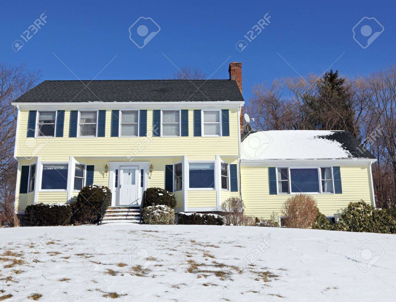 Traditional American colonial style house in winter Stock Photo - 6458965